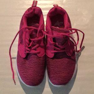 NWT women's athletech shoes size 10.